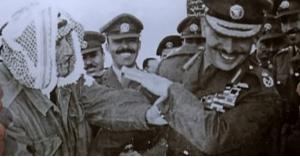 """قصة البدوي الأردني الذي أتاح له الملك المرحوم الحسين أن """"يضربه كفاً"""".. فيديو"""