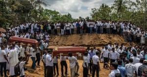 حداد وصلوات في سريلانكا عن أرواح ضحايا اعتداءات عيد الفصح (صور)