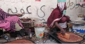 """السودانيون يحضرون """"الحلو المر"""" لاعتصام القيادة.. صور"""