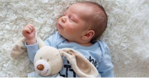 طرق لحماية بشرة طفلك من الحبوب الصغيرة البيضاء