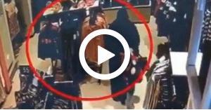 فيديو صادم.. سعودية تحاول خطف طفلة من داخل محل