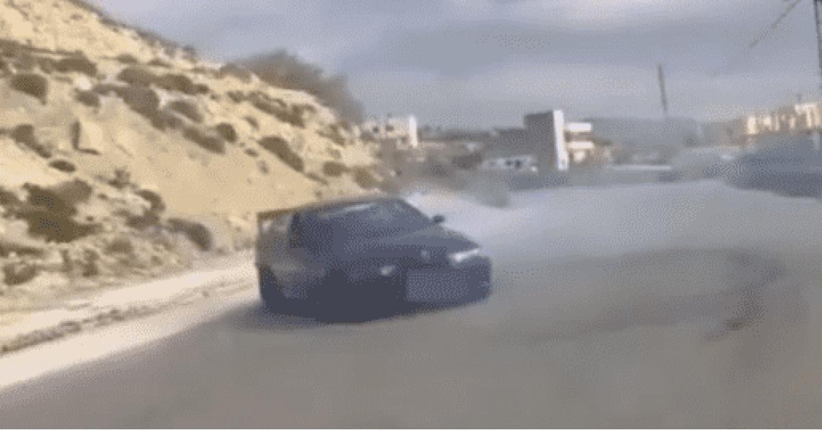 """ضبط مركبتين سائقيها يمارسا """"التفحيط"""" في عمّان.. فيديو"""