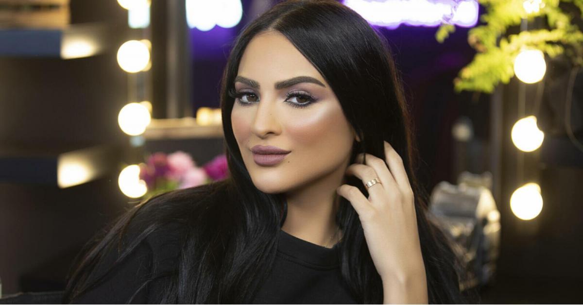 فاشنيستا سعودية تثير الجدل بفيديو دعائي مثير وترويج للشذوذ.. فيديو