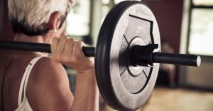 دراسة: رفع الأثقال يطيل عمر كبار السن