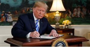 ترامب يصدر مرسوم يفرض بموجبه عقوبات على إيران