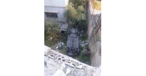 مركبة تقتحم منزل في حي نزال