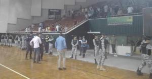 بالصور.. شغب في نهائي بطولة الشباب لكرة اليد