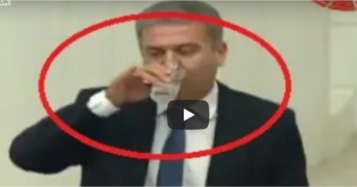فيديو .. نائب يشرب الماء في نهار رمضان