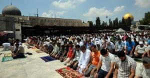 الجمعة الثانية في رمضان.. 200 الف مصل بالأقصى