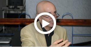 """باحث جزائري يثير الجدل..""""الصوم اختياري ومن لا يريد تأديته يمكنه إطعام المساكين"""".. فيديو"""