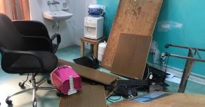 وادي موسى.. وفاة طفلة في مستشفى الملكة رانيا وتحطيم جزء من الطوارئ (صور)