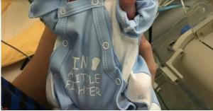 طفل يولد من دون جلد ويتحدى توقعات الأطباء.. صور