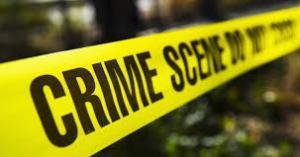 حادثة بشعة.. يقطع رأس زوجته ويسلمها للشرطة في حقيبة