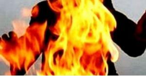 """موظف يحاول احراق نفسه والمدير المالي """"بجامعة حكومية"""""""