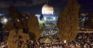 ازدحامات كبيرة في المسجد الأقصى لإحياءً لليلة القدر