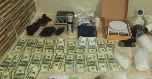 ضبط مروج مخدرات  بحقه ١٥ طلبا في قضايا
