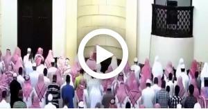 شاهد ماذا فعل الإمام عندما تعب خلال الصلاة
