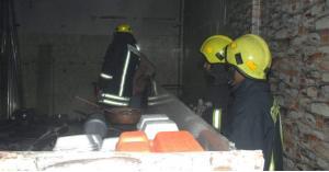الرمثا... الدفاع المدني يخمد حريق مطعم (صور)