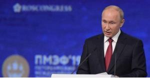 """بوتن يحذر من """"حرب تكنولوجية"""""""