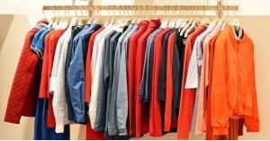 لص يسرق ملابس العيد لـ (100) عائلة في عمّان