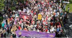 نساء سويسرا يتظاهرن للمطالبة بالمساواة في الأجور