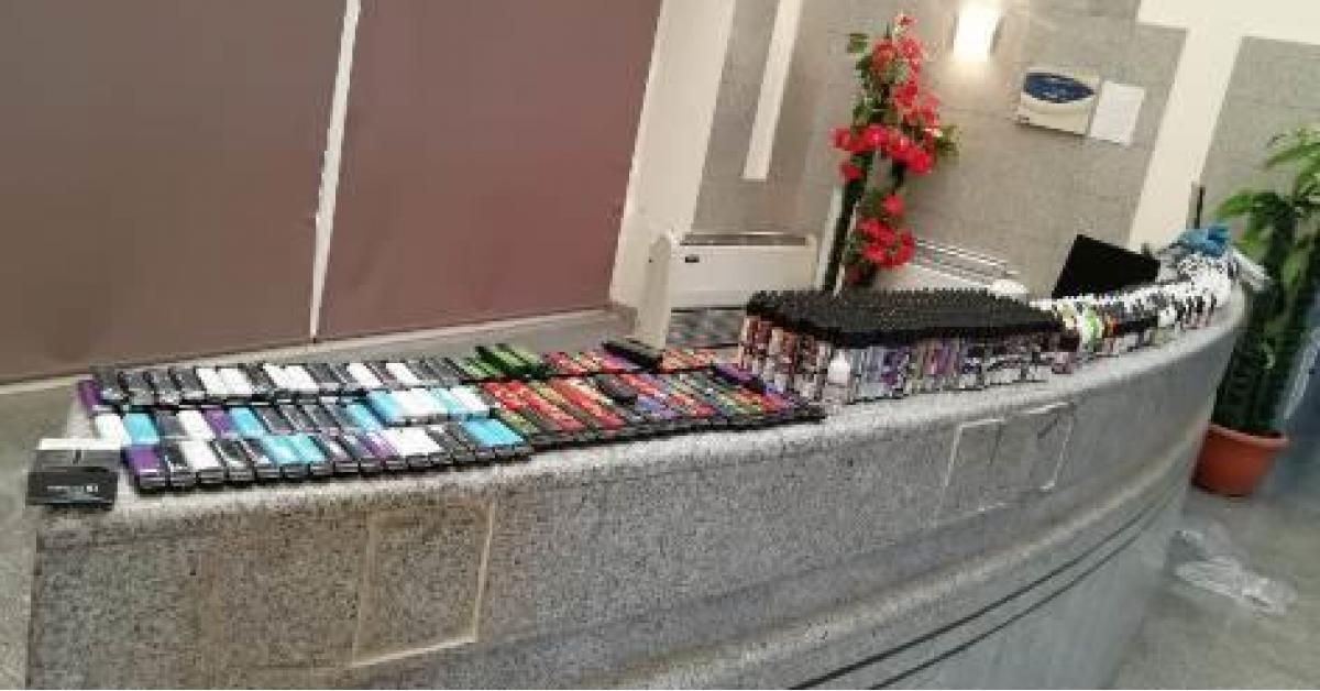 احباط تهريب 3500 سيجارة إلكترونية