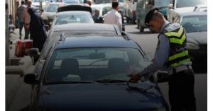 محافظ جرش يكرّم شرطيا خالف مركبته