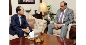 وزير الداخلية يلتقي السفير الياباني في عمان