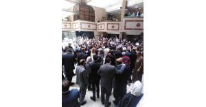 محامون يحتجون في قصر العدل