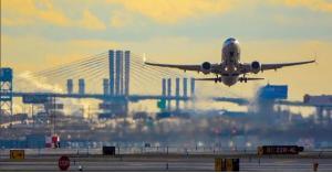 مطار نيوارك يعلن وقف الرحلات لحالة طوارئ