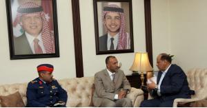 وزير الداخلية يلتقي وفدا امنيا اماراتيا