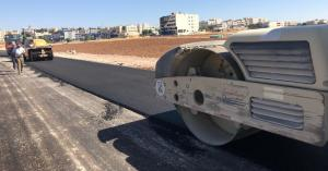 المباشرةبتعبيد 200 الف متر مربع من شوارع مدينة مادبا (صور)