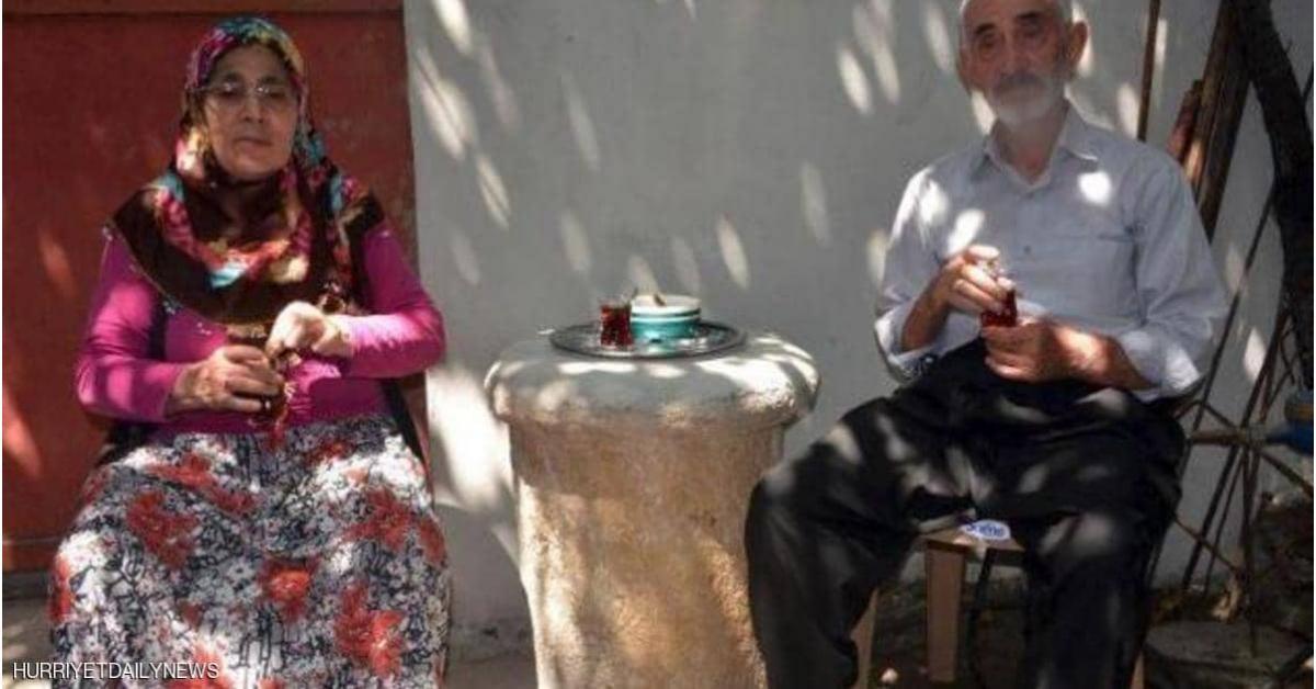 """في تركيا.. أغرب """"طاولة قهوة"""" في العالم"""