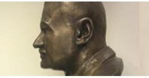 مصر توقف بيع 3 تماثيل لجمال عبد الناصر