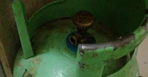 شاهد بالفيديو..  الماء بدل الغاز في اسطوانة غاز منزلي