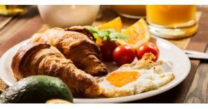 هذا الخطر يلاحقك في حال تفويتك وجبة الإفطار مرة في الأسبوع