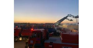 الدفاع المدني ينهي اخماد حريق مصنع للأثاث في القسطل