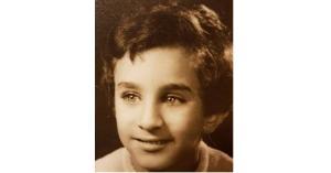 هذه الصورة لنجم عربي شهير.. خمنوا من هو؟