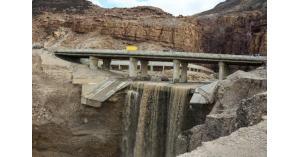 العموش يتفقد مشروع صيانة وإعادة تأهيل جسور البحر الميت