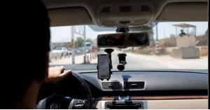 تطبيق فلسطيني يساعد السائقين على تجنب نقاط تفتيش الاحتلال