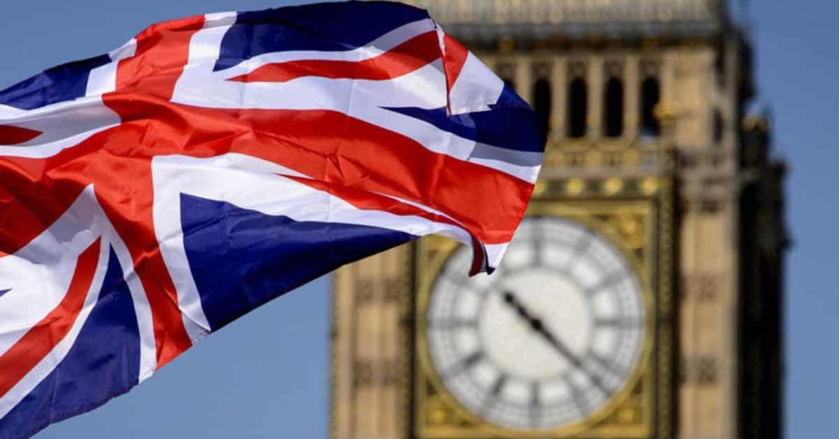 بريطانيا توقع وثيقة إلغاء سريان قوانين الاتحاد الأوروبي