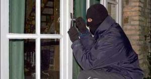 ضبط متورط بسرقة ١٢ منزل