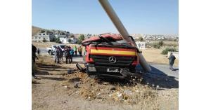 3 إصابات بتدهور صهريج للدفاع المدني (صور)