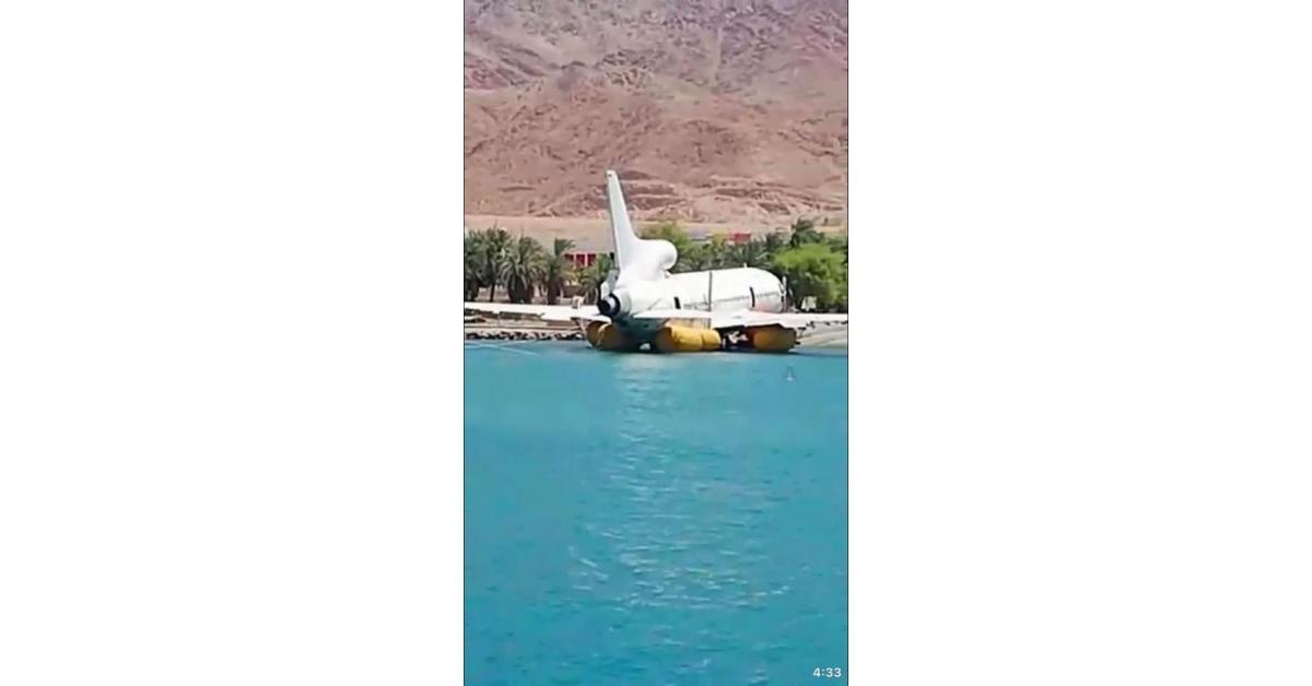 إغراق طائرة ركاب ضخمة في العقبة (صور)