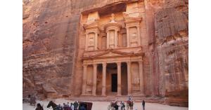 Shareالأدلاء السياحيين توقف خدماتها في البترا