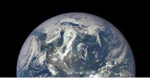 متى بدأ البشر في تخريب كوكب الأرض الأسود؟
