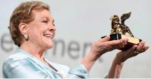"""""""جولي آندروز"""" تحصل على جائزة """"إنجاز العمر"""" في مهرجان البندقية السينمائي .. فيديو"""