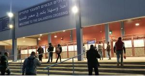 """""""الاحتلال"""" يغلق حاجز قلنديا العسكري شمال القدس"""
