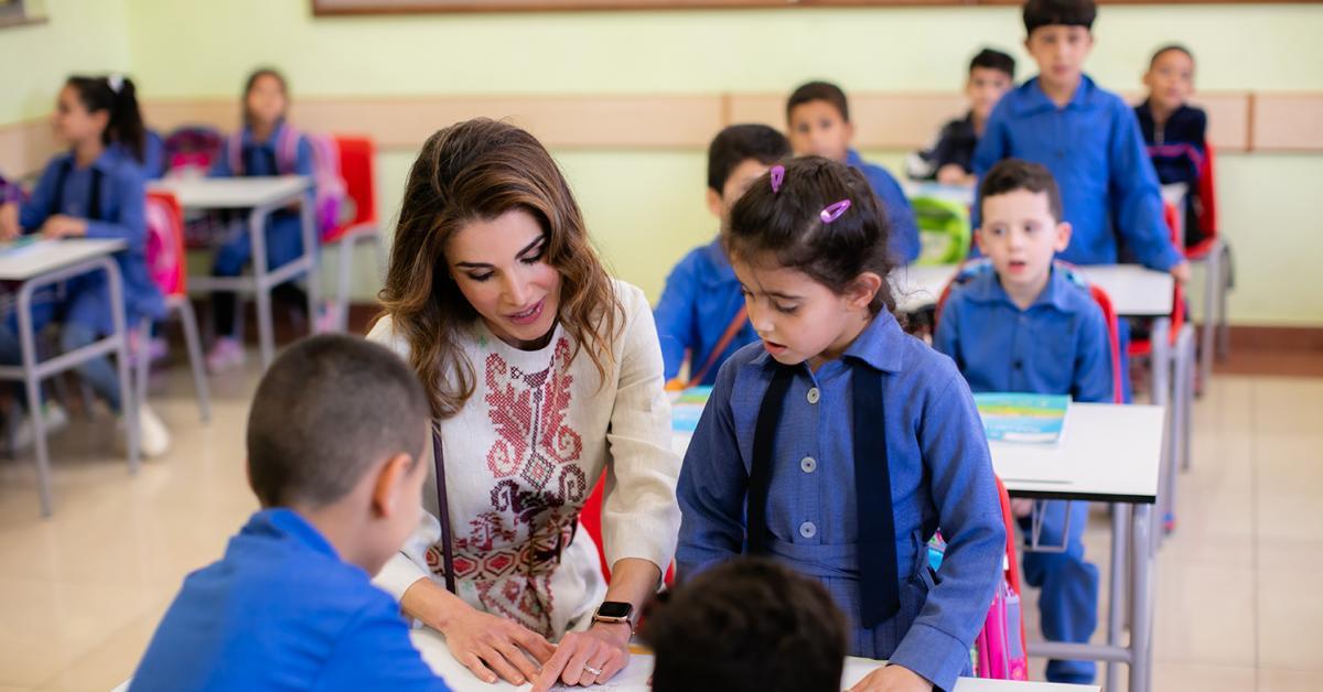 الملكة رانيا تزور الضليل وتتفقد مدرسة وبرامج الجمعية الملكية للتوعية الصحية