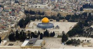 اعتقال 10 فلسطينين